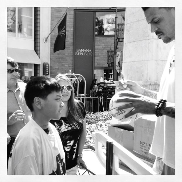 Los Angeles Clipper Matt Barnes stops to sign autographs for fans at The Grove before his appearance on Extra last Thursday.