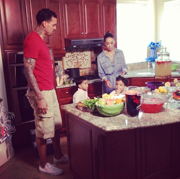 E! News shoots Matt Barnes and Gloria Govan with their twins cooking in the kitchen!